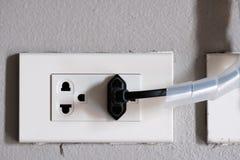 Электрическая штепсельная вилка вышла и сигнала ТВ право штепсельной вилки Стоковая Фотография RF