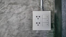 Электрическая штепсельная вилка и переключатель на стене Стоковые Фотографии RF