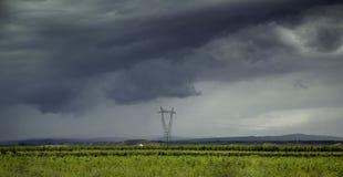 Электрические башни в ландшафте стоковые фотографии rf