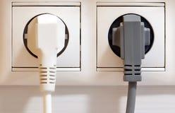 Электрические выход и штепсельные вилки стоковое изображение
