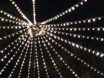 Электрические лампочки смертной казни через повешение на фестивале стоковая фотография