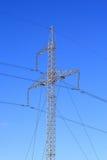Электрические проводы и высокорослое крепкое Стоковые Изображения RF
