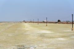 Электрические штендеры вдоль озера сол Sambhar r стоковые изображения rf