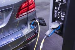 Электрические Vehecle & x28; EV & x29; заряжатель стоковое изображение