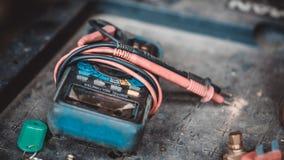 Электрический прибор индикатора цифрового вольтамперомметра стоковое фото rf
