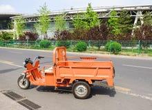 Электрический трицикл parcked на дороге Стоковая Фотография