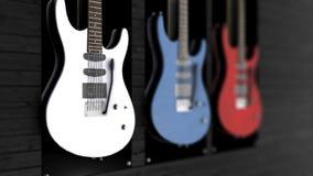 3 электрических гитары вися на стене Анимация 3 гитар вися на стене Стоковое фото RF