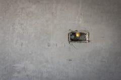 электрическое отверстие гнезда на стене concret precat, выходе электрическом w Стоковая Фотография RF