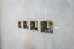 электрическое отверстие гнезда на стене concret precat, выходе электрическом w Стоковое Изображение RF