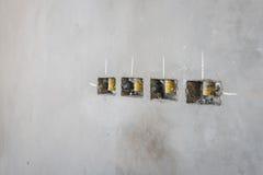 электрическое отверстие гнезда на стене concret precat, выходе электрическом w Стоковое Изображение