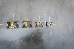 электрическое отверстие гнезда на стене concret precat, выходе электрическом w Стоковое Фото