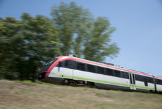 электрическо идет поезд стоковые изображения rf