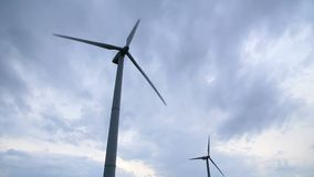 электричество производя ветер турбин акции видеоматериалы