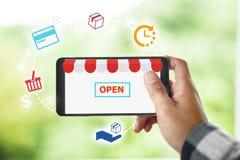 Электронная коммерция и онлайн покупки, концепция магазина открытая стоковые фотографии rf
