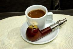Электронная сигарета, электронная труба стоковая фотография rf