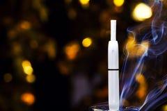 Электронное bokeh золота прибора дыма никто стоковая фотография
