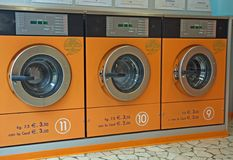 Электронные автоматические моющие машинаы стоковая фотография rf