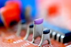 Электронные элементы старой используемой монтажной платы стоковые изображения rf