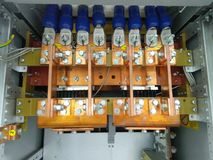 Электропитание силы медного шинопровода сильнотоковое в выпрямителе тока шкафа Стоковое Фото