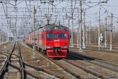 Электропоезд ET2M-047 на железнодорожном простирании стоковая фотография