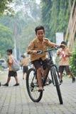 Элементарные мальчики и разведчик девушек Джакарта стоковые изображения rf