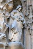 Элементы архитектуры и статуи входа к старой части Sagrada Familia Стоковая Фотография