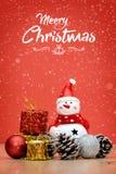 Элементы, игрушки и подарочные коробки украшения рождества Стоковое фото RF