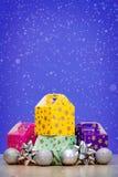Элементы, игрушки и подарочные коробки украшения рождества Стоковые Фотографии RF