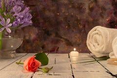 Элементы красоты для пользы во спа на темной предпосылке стоковое фото