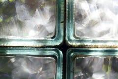 Элементы окна стеклянного блока закрывают вверх, световой эффект стоковое изображение rf