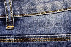 Элемент одежды джинсовой ткани Преданные швы с желтым thre Стоковые Изображения