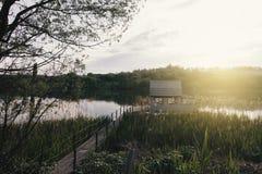 Эллинг на береге озера красивейшая природа Стоковая Фотография
