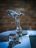 Эмблема Rolls Royce на автомобиле стоковые изображения