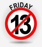 Эмблема круга Friday 13th с несчастливый 13 на серой предпосылке градиента с тенью Стоковая Фотография RF