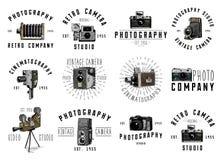 Эмблема логотипа фото или ярлык, видео, фильм, киносъемочный аппарат от сперва до теперь года сбора винограда, выгравировали руку иллюстрация вектора