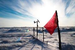 Эмблема революции на покрытом снег авиаполе в Полярном круге Стоковая Фотография RF