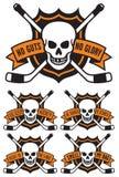 Эмблема хоккея с черепом и пересеченными хоккейными клюшками Стоковое фото RF