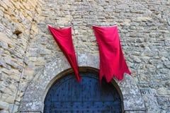 Эмблемы революции над крепостями стробов в Сан-Марино Стоковые Фотографии RF