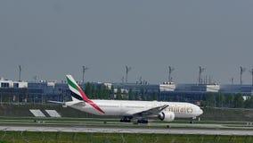 Эмираты строгают делающ такси в авиапорте Мюнхена, MUC