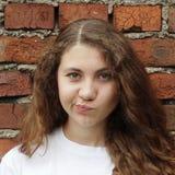 Эмоциональная сладостная девушка стоковое изображение