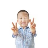 Эмоциональный азиатский мальчик 6 лет, изолированный на белой предпосылке Стоковые Изображения