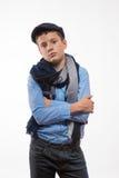 Эмоциональный мальчик брюнет в крышке и шарфе Стоковые Изображения