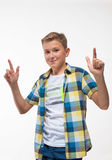 Эмоциональный мальчик в рубашке шотландки Стоковое Изображение RF