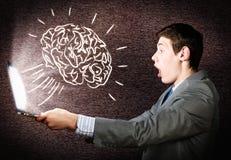 Эмоциональный человек используя компьтер-книжку Стоковое Изображение RF
