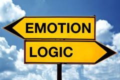 Эмоция или логика, напротив знаков Стоковые Изображения