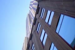 Эмпайр-стейт-билдинг с улицы стоковое фото rf