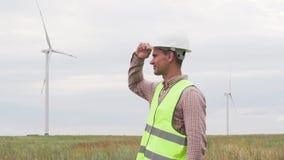 Энергетическая компания директора Больш позитва замедленного движения профессиональная сток-видео