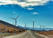 Энергия ветра мертвая вперед в Калифорнии стоковые изображения rf