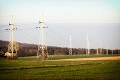 Энергия Высоковольтные опоры электричества столба Стоковое Фото