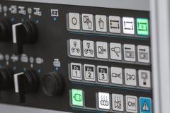 Энергобезопасность - панель системного руководства Красная кнопка силы - промышленное дистанционное управление стоковое фото